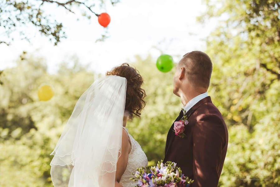bröllopslokal-stockholm-bild-på-brudpar