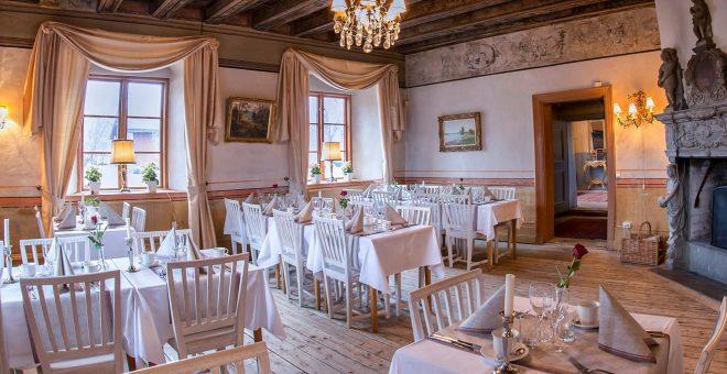 bröllopslokal-stockholm-header-dukade-bord